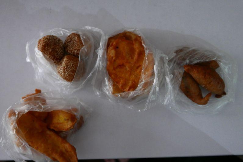 Sesambällchen, Süßkartoffel, Bananenbällchen und gebackene Banane (v.l.n.r.)