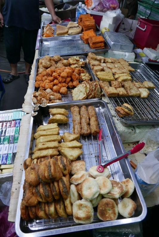 Nachtmarkt1_Sibu_travel2eat