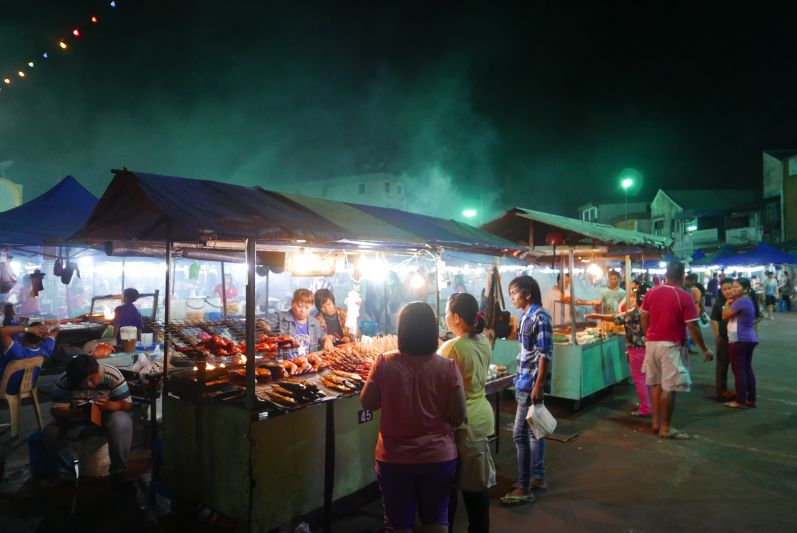 Nachtmarkt2_Sibu_travel2eat