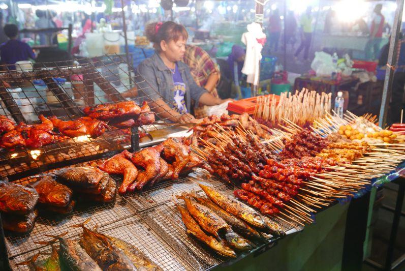 Nachtmarkt3_Sibu_travel2eat