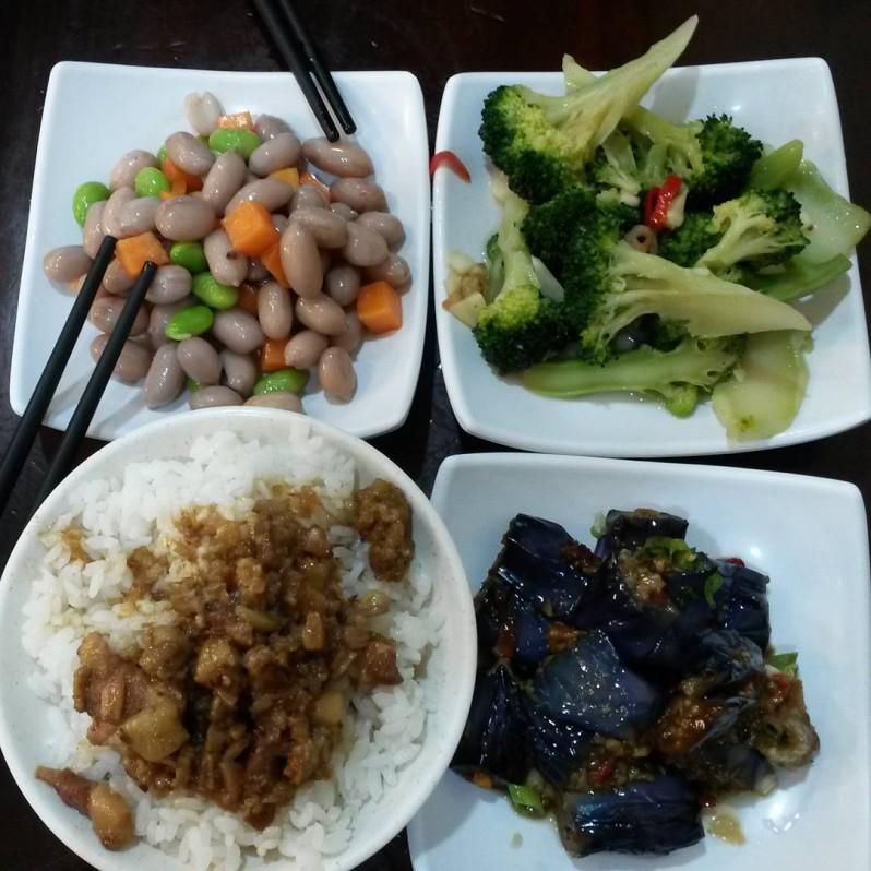 Ob Reis oder Gemüse - wir essen alles mit Stäbchen