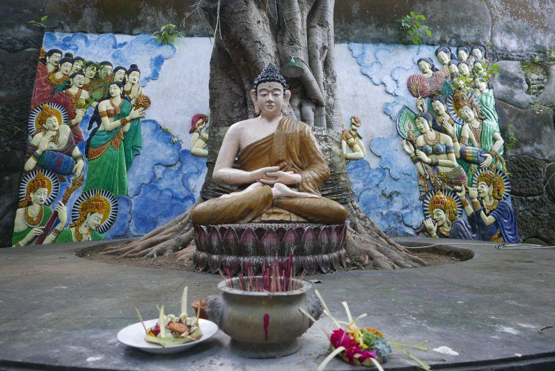 Buddhist_Temple_Bali_travel2eat (6)