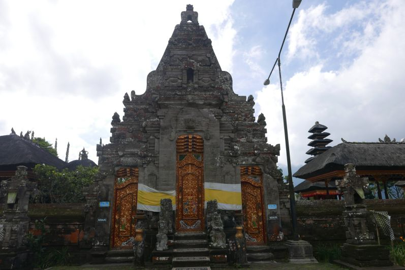 Lake_Temple_Bali_travel2eat (1)
