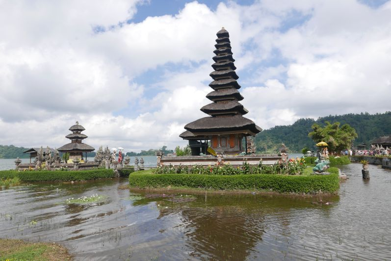 Lake_Temple_Bali_travel2eat (3)