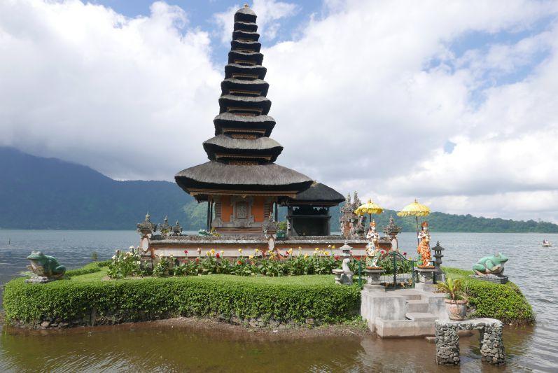 Lake_Temple_Bali_travel2eat (4)