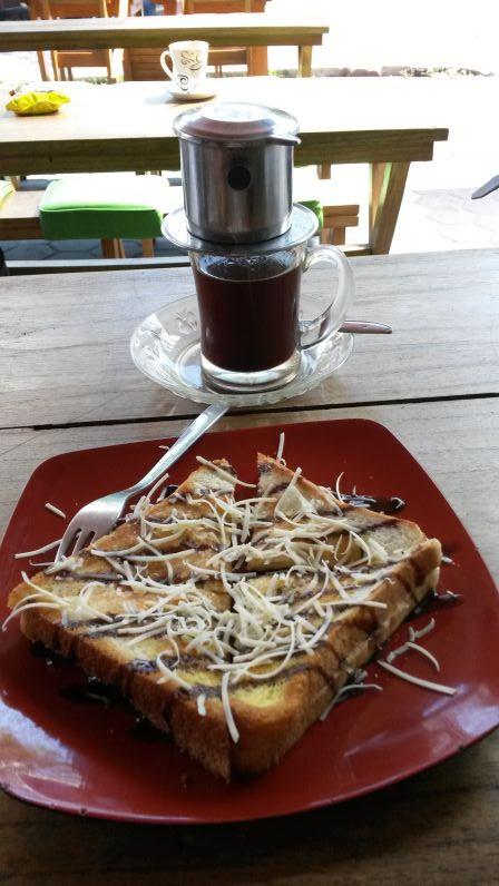 Roti mit Schoki und Käse (dazu gab's außnahmsweise mal Kaffee ohne Satz)