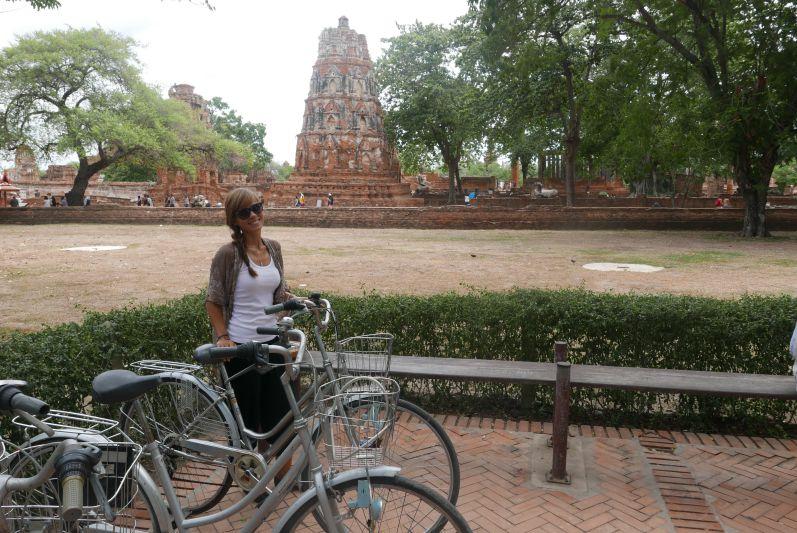 Tempelbesichtigungen machen sehr viel mehr Spaß mit dem Fahrrad - vor allem in Ayutthaya und Sukhothai