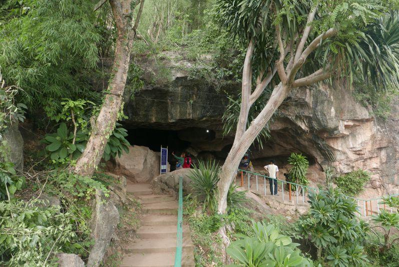 Krasae Höhle