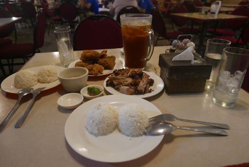 Fleisch mit Fleisch und Knoblauchreis gab es im Edong :)