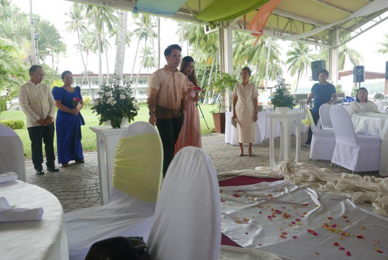 Der Bruder der Braut mit seiner Frau
