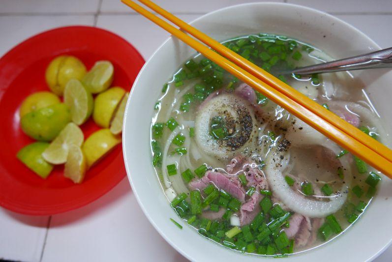 Ein Muss in Vietnam: Pho essen