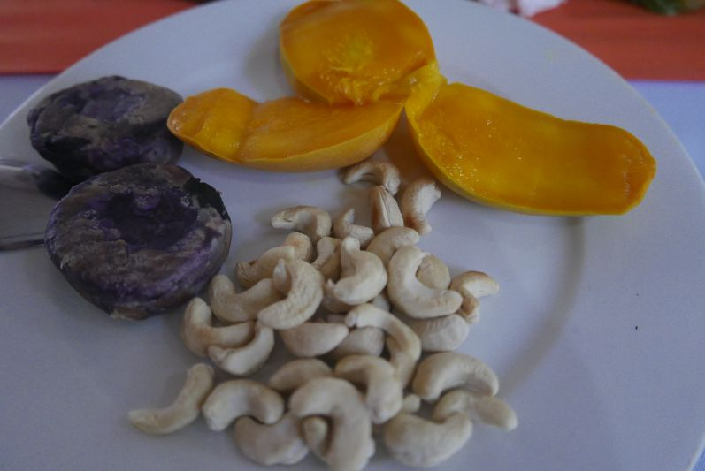 Super Zwischendurch-Snack: Ube, Mango und Cashews
