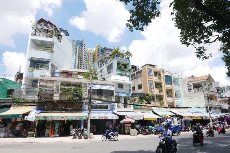 Typische Häuserzeile in Vietnam