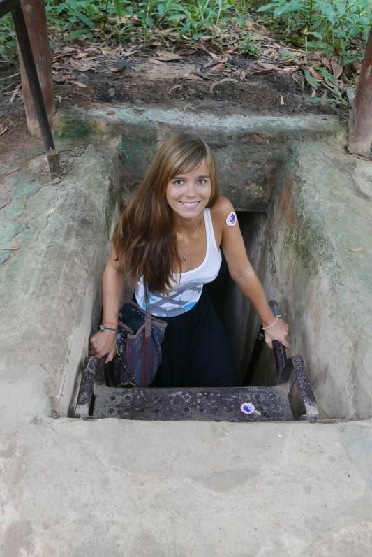 Hier komme ich gerade aus einem der Tunnel in Südvietnam heraus