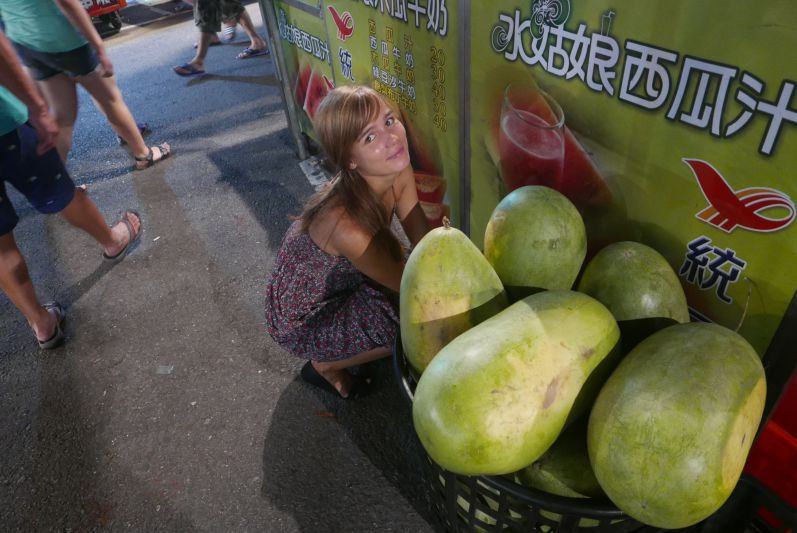 Riesenmelone_Nachtmarkt_Tainan_travel2eat