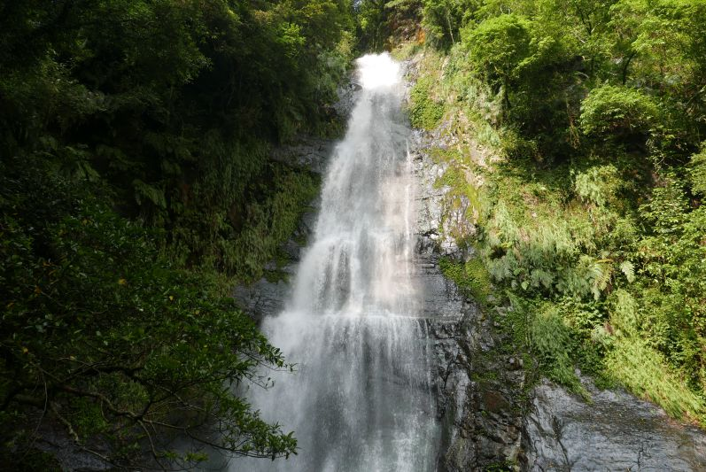 Wasserfall_groß_Yilan_travel2eat