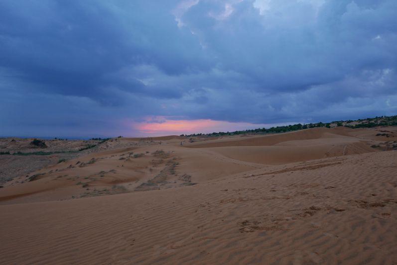 Rote Dünen nach dem Sonnenuntergang