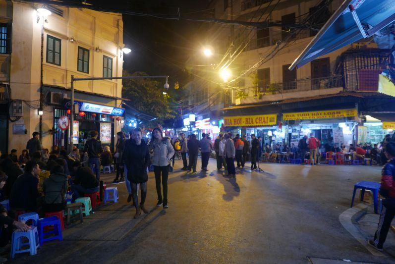 Bia_Hoi_Corner_Hanoi_travel2eat (1)