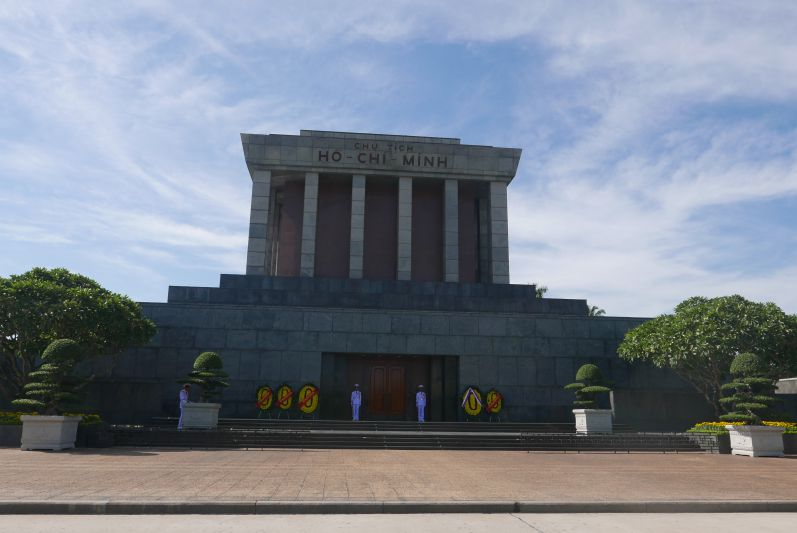 HO_Chi_Minh_Mausoleum_Hanoi_travel2eat