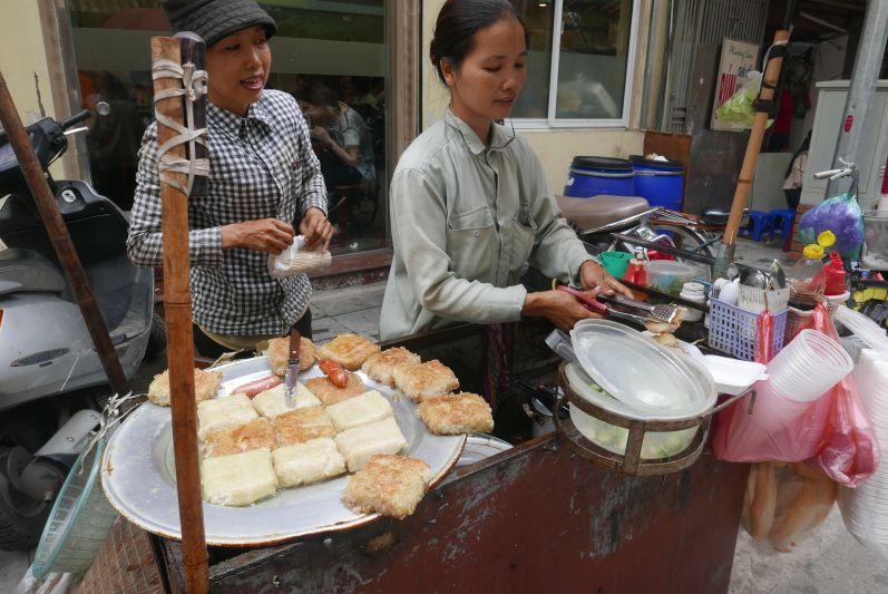 Straßenverkaeuferinnen_Hanoi_travel2eat (4)