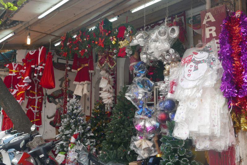 Weihnachtsdeko gibt's auch in Vietnam :)