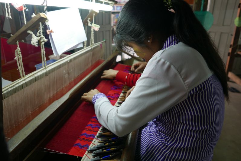 Seidenweberei_Mandalay_Myanmar_travel2eat (1)