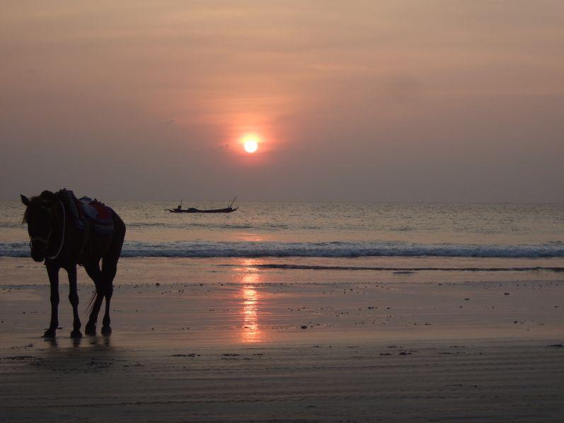 Sonnenuntergang_Strand_Ngwe_Saung_Myanmar_travel2eat