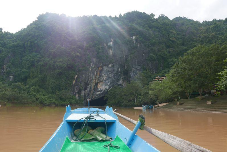 Anfahrt auf die beeindruckende Phong Nha Höhle