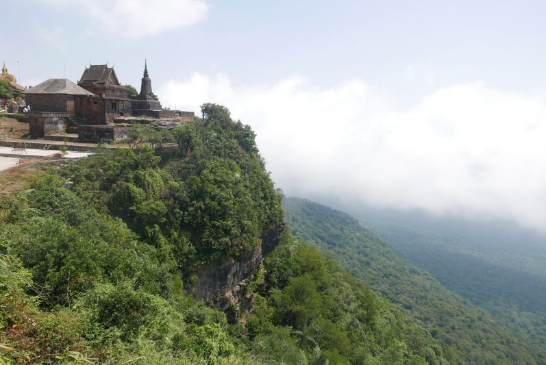 Aussicht_2_Wat_Bokor_Kampot_travel2eat
