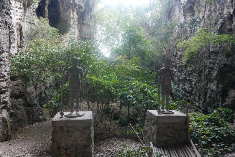 Berg_Killing_Cave_Battambang_travel2eat (1)