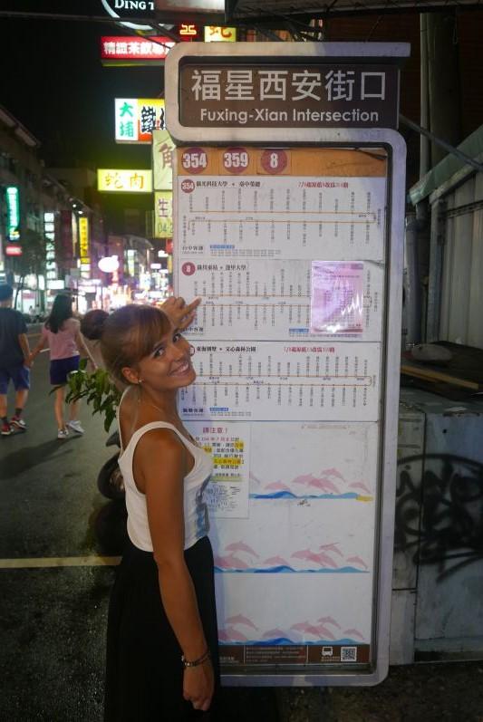 Eine Bushaltestelle in Taichung