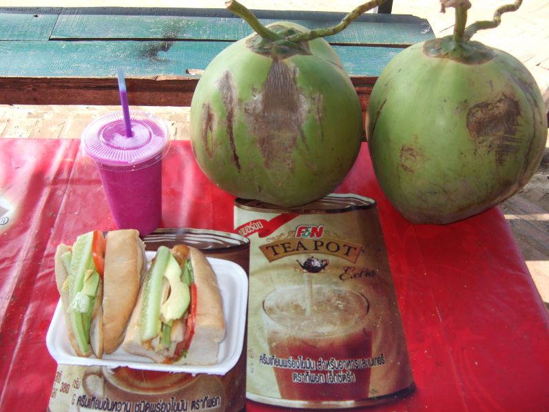 Fruitshake_Sandwich_Luang_Prabang_Laos_travel2eat