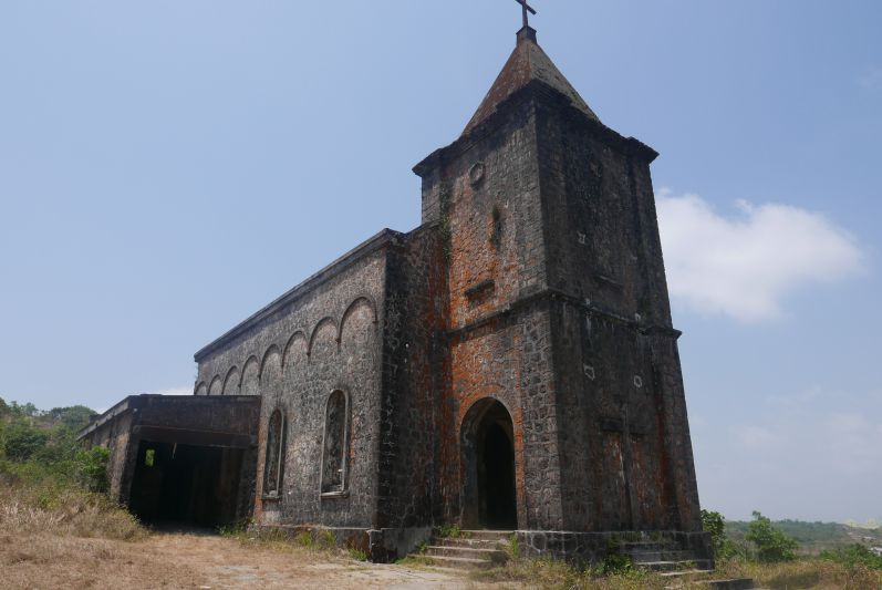 Kirche_Bokor_Kampot_travel2eat
