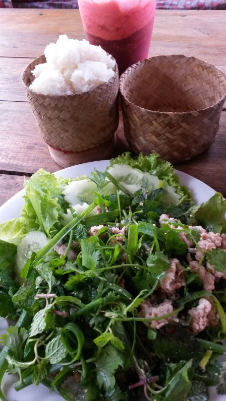 Lab mit Klebereis im Other-Side-Restaurant in Vang Vieng