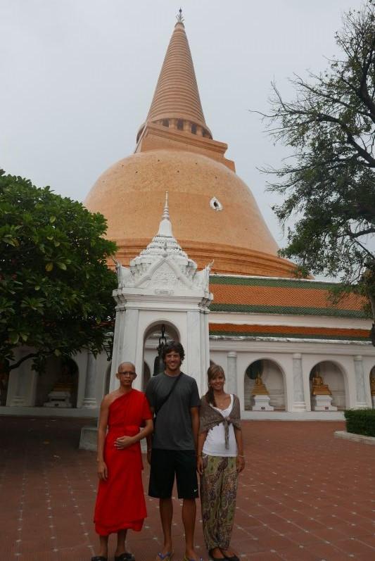 In Nakhon Pathom haben wir ein super netten Mönch kennengelernt