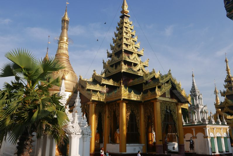 Shwedagon Paya in Yangon (Myanmar)