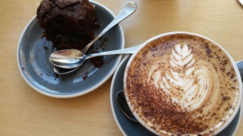 Dazu gab es einen Süßkartoffel-Brownie und natürlich Kaffee