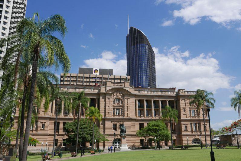 Wie auch in Perth stehen in Brisbane oft alte hübsche Gebäude zwischen den ganzen modernen Hochhäusern