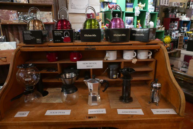 """Verschiedene Kaffee-""""Maschinen"""" bei Yahava"""