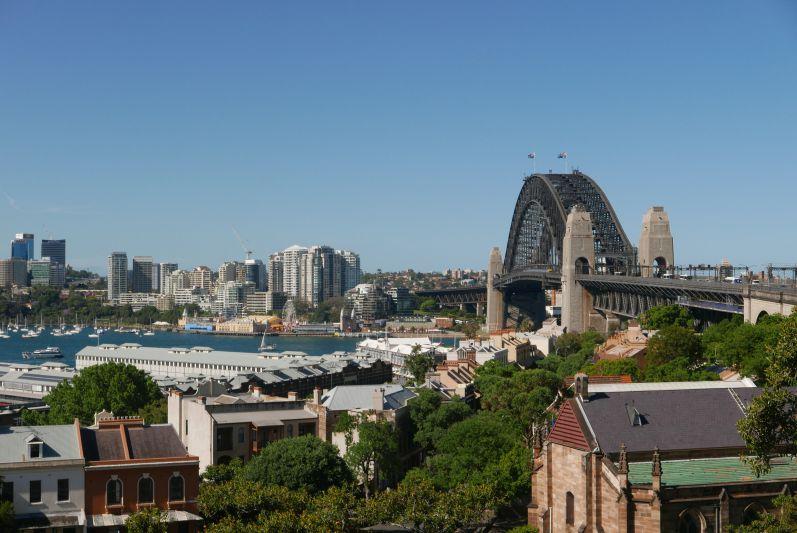 Die Harbour Bridge vom Viertel The Rocks