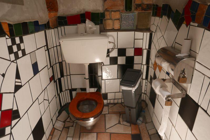 Hundertwasser_Toilette_Nordland_Neuseeland (4)