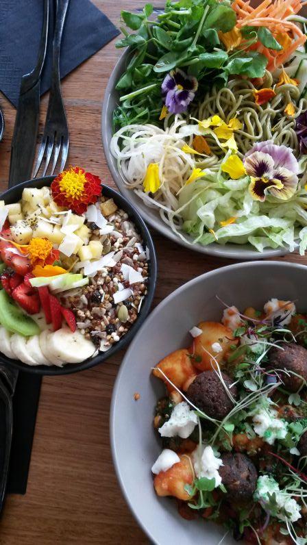 Frühstück in der Matcha Mylkbar (oben die Japan- und unten die Italien-Bowl)
